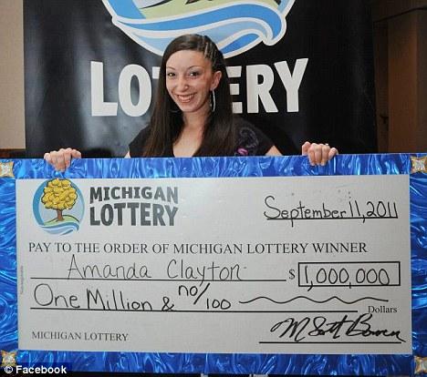 Vyhrála 20 milionů, stejně brala podporu