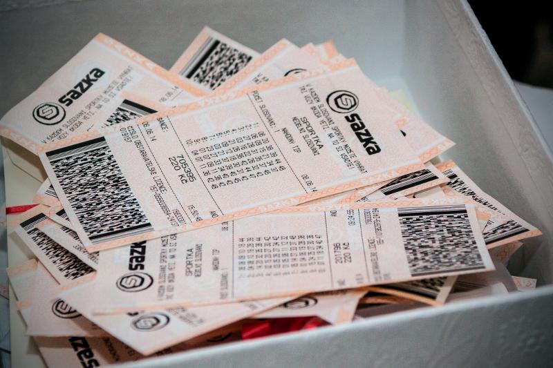 Superjackpot se rozdělí mezi 100 lidí!