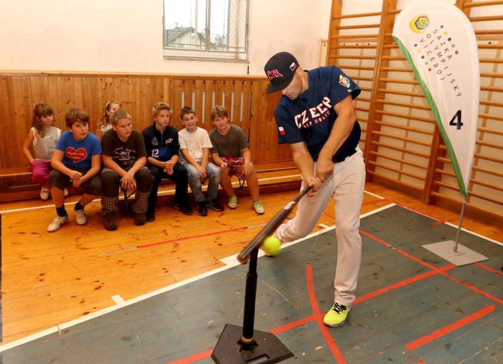 Baseballová show ve školách