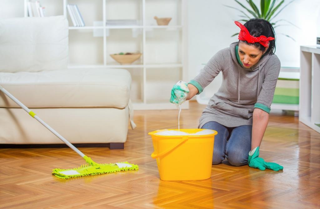 Babské rady: jak zachránit mokrý mobil nebo politý nábytek