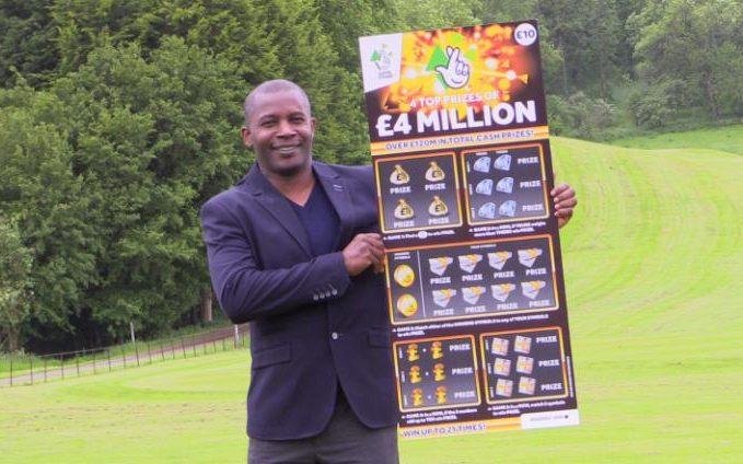 Vyhrál 4 miliony liber a přesto se vrátil do práce