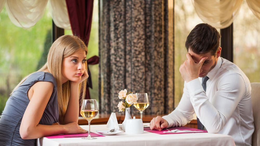 Kdo by měl platit na prvním rande?