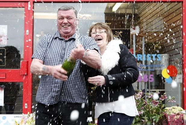 Po čtyřiceti letech manželství vyhráli sta tisíce