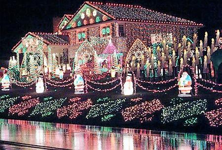 Vánočně nazdobený dům může stát i miliony
