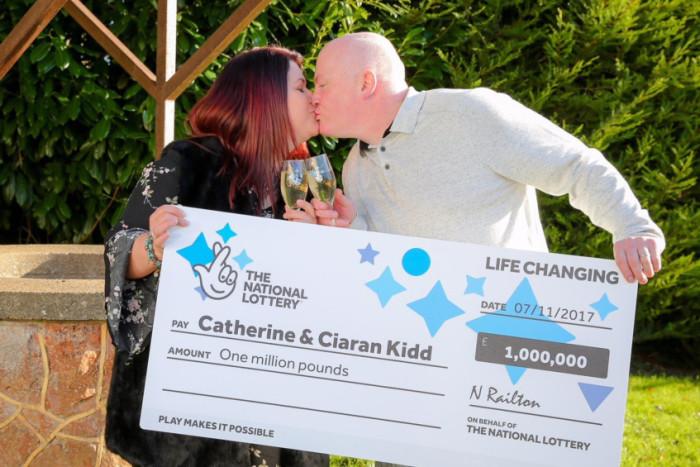 Britské manžele čekají pohádkové Vánoce, vyhráli milion liber