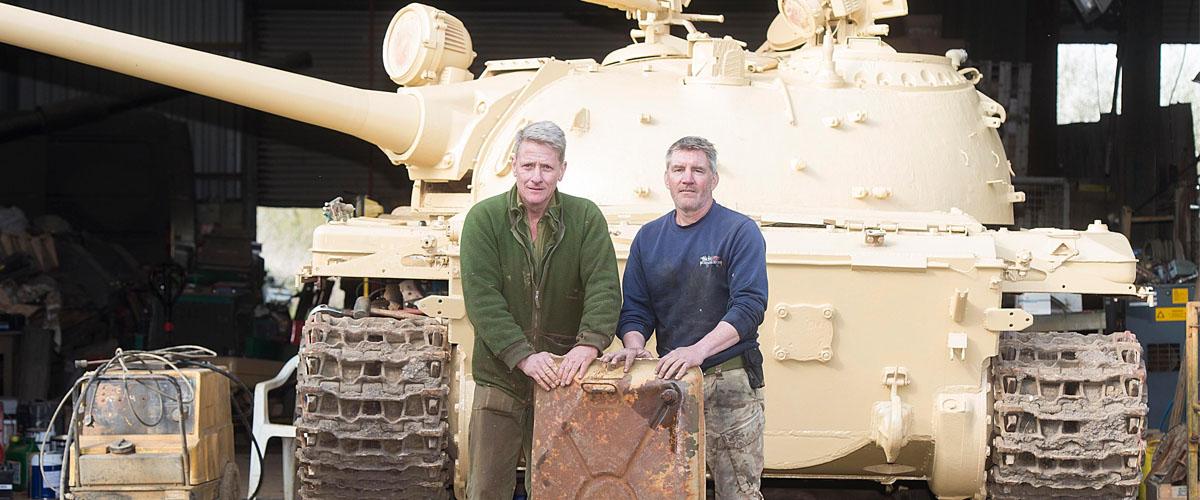 Koupil tank, našel v něm schované zlato