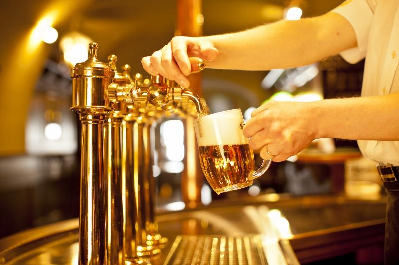 7 zemí, které jsou jen pro bohaté milovníky piva