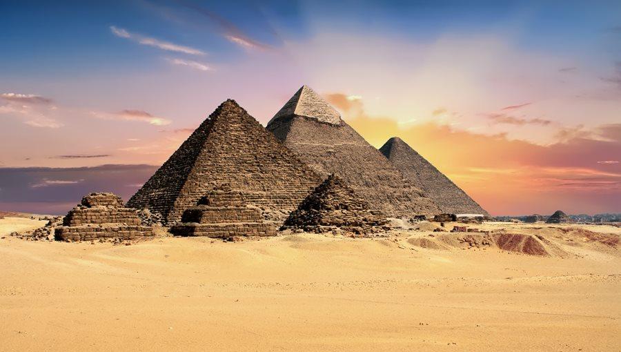 Mrakodrap Burdž Chalífa vs. pyramidy. Co bylo dražší?