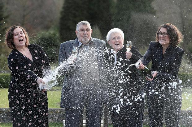 Britskou loterii vyhrál nejstarší pán v historii