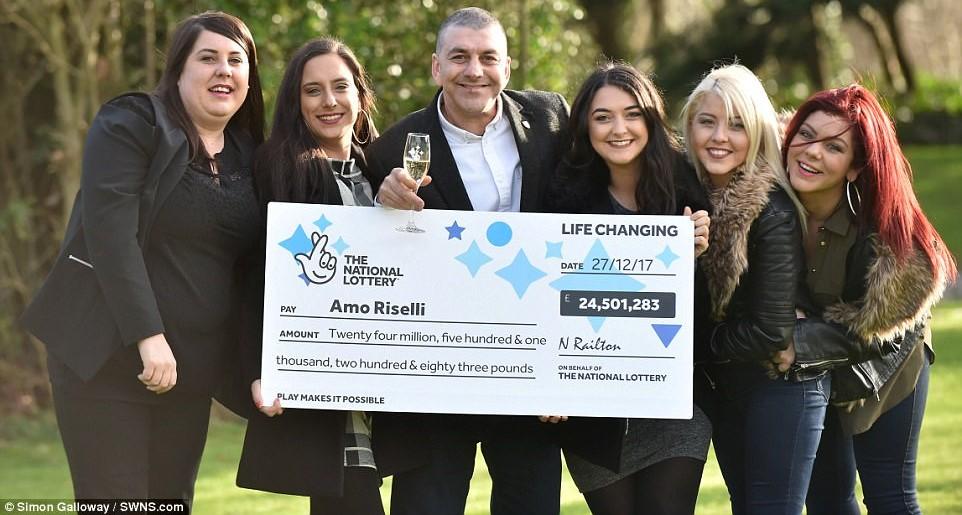 Britský taxikář vyhrál přes půl miliardy korun