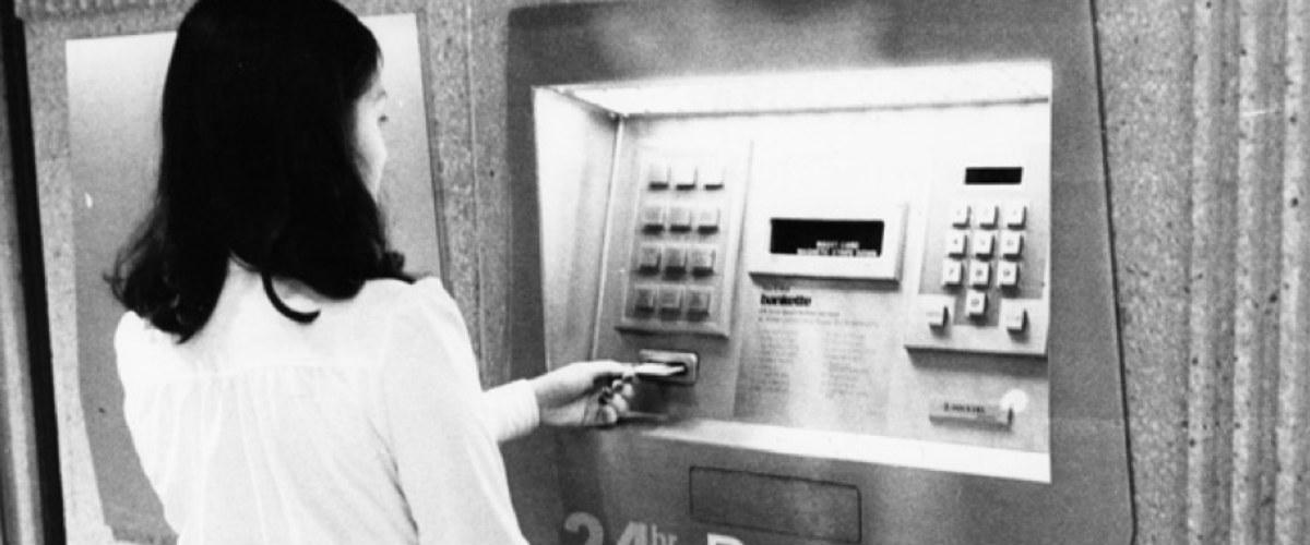 Bankomat: vynález, který vznikl ve vaně