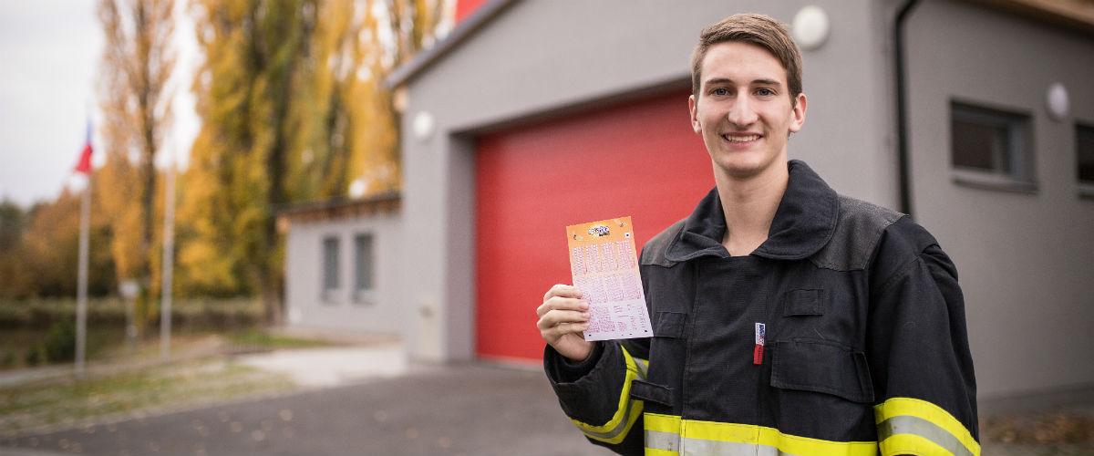 SAZKA reportér: Dobrovolný hasič Daniel má šťastnou ruku na výherní losy