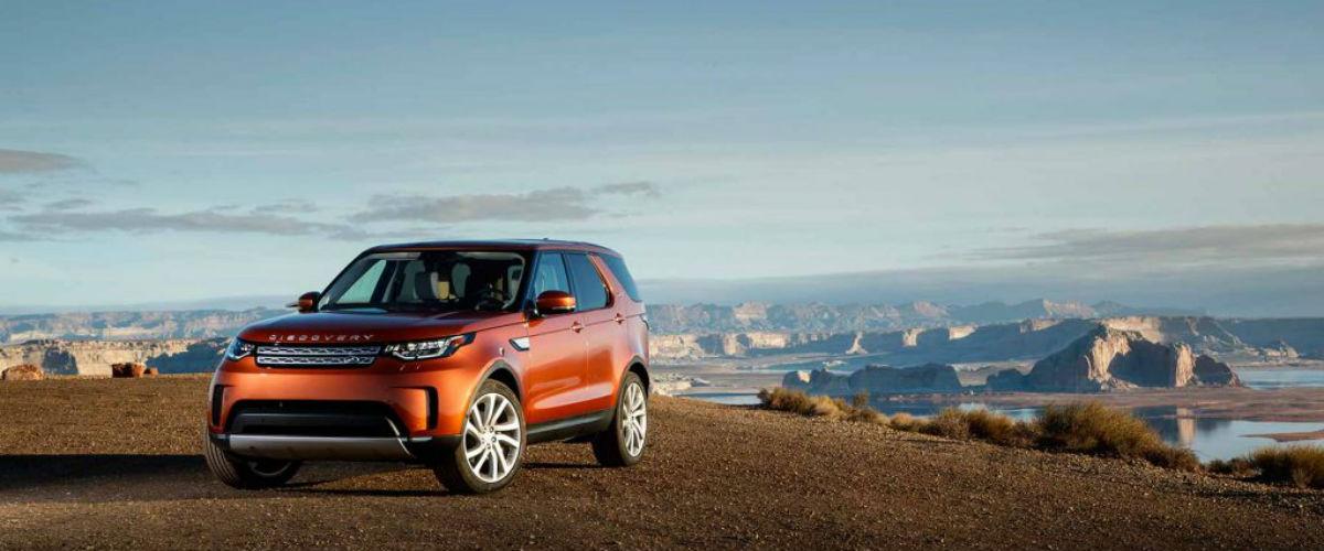 Vyhrajte v Eurojackpotu Land Rover Discovery. Které celebrity značce podlehly?