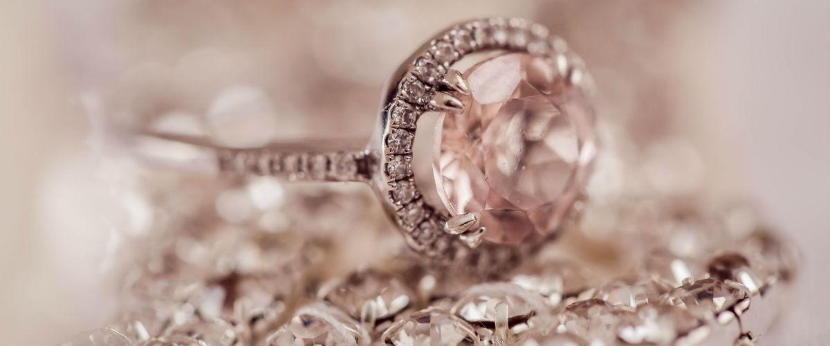 Naši čtenáři mají jasno: ženu milionáře nejvíc potěší krásný šperk