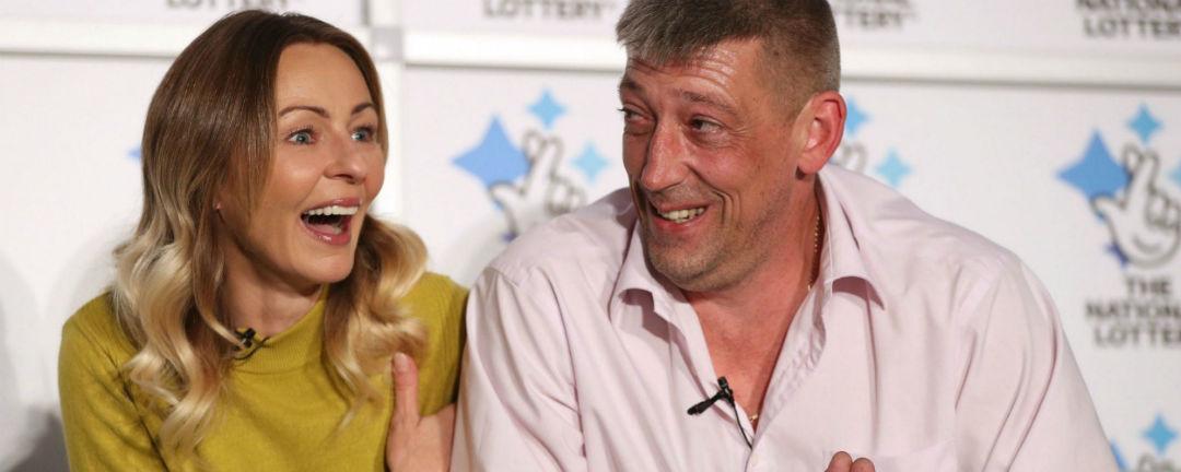 Lenka v Británii našla nejdřív lásku, pak v loterii vyhrála 3 miliardy