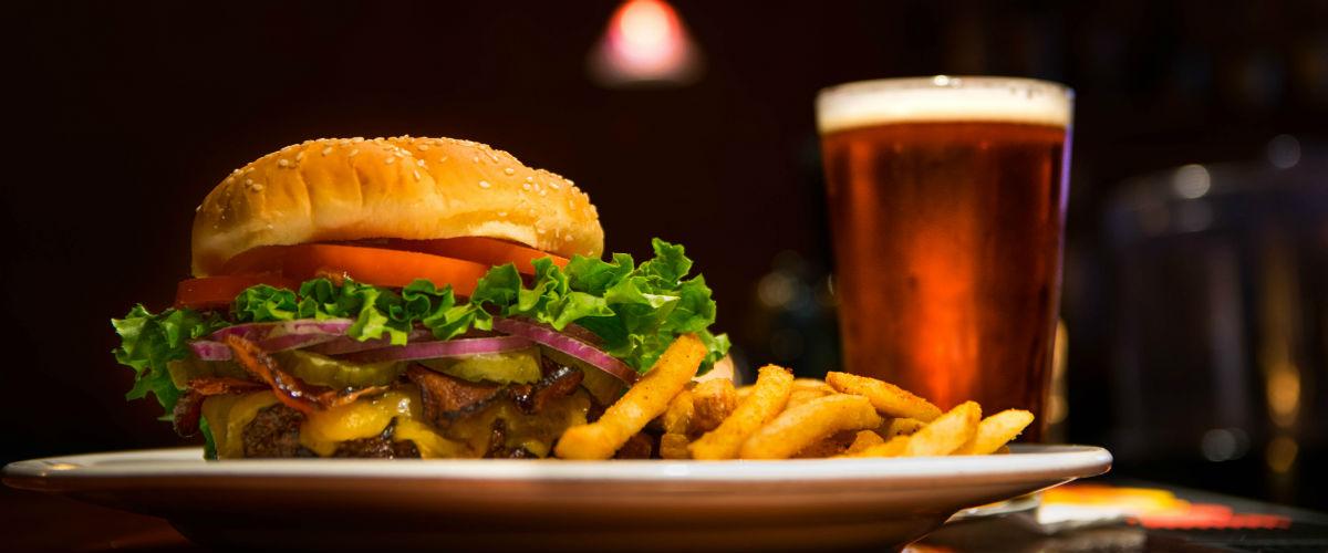 Za skvělý hamburger dostal spropitné 170 tisíc korun
