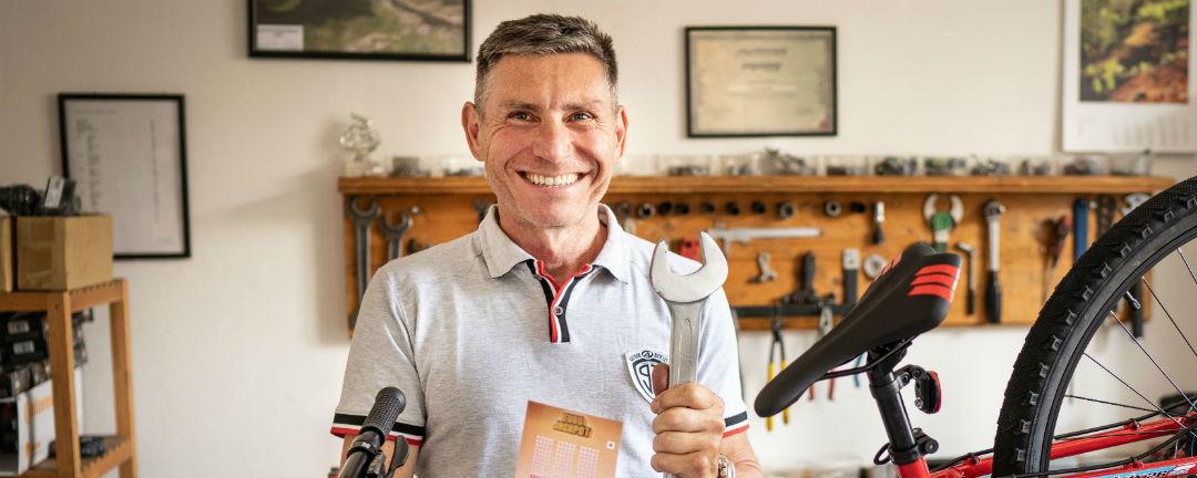 SAZKA reportér: Vášnivý cyklista Jiří procestuje za výhru v Eurojackpotu Asii