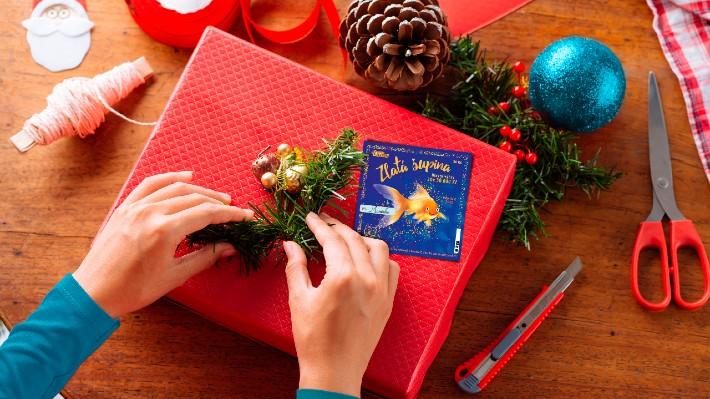 Vánoční losy od Sazky nadělují stovky milionů, auta i dovolené