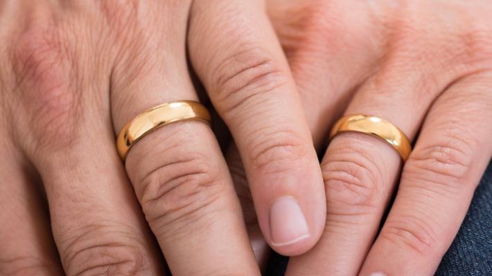 6 sousedů si rozdělí přes 6 milionů. Jeden z výherců díky penězům oslaví zlatou svatbu!