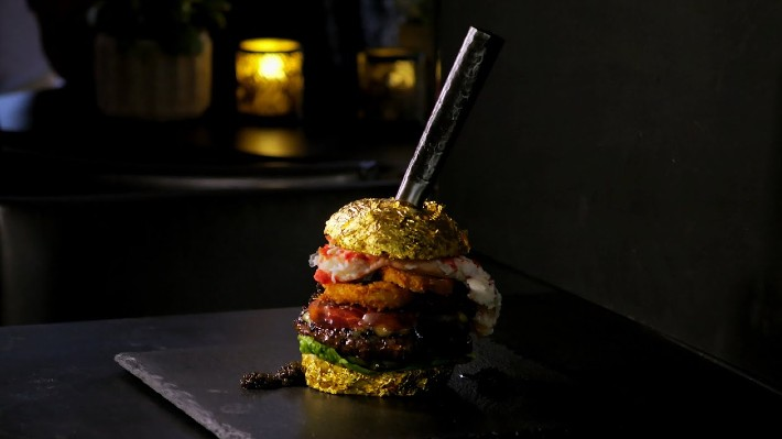Kolik stojí nejdražší burger světa, kde najdete i jedlé zlato?