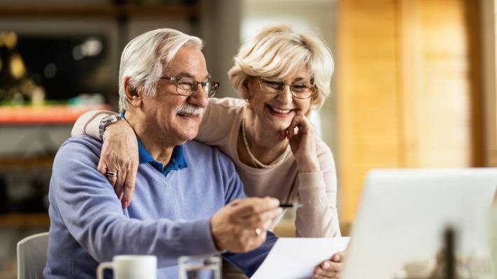 Důchodci zjistili, jak vyhrát, a přišli si na stovky milionů. Jaký byl jejich trik?